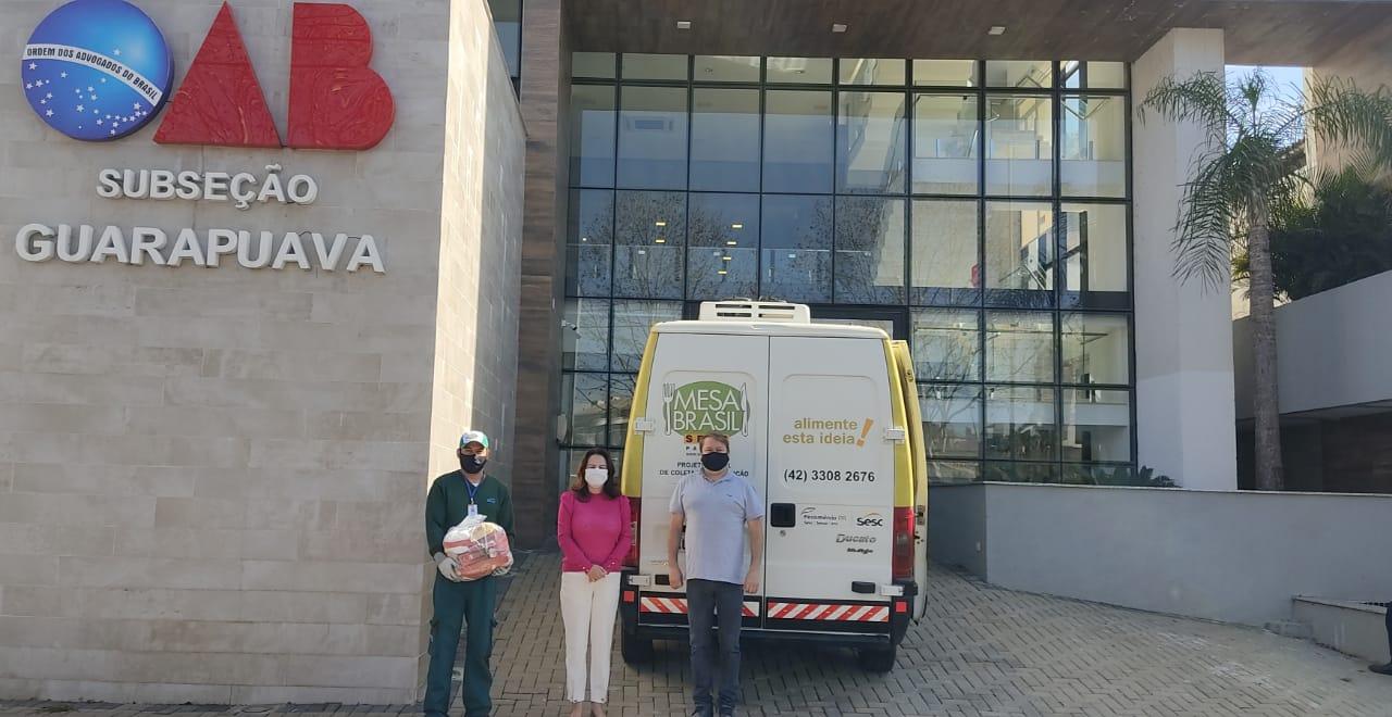 Subseção entrega alimentos, roupas e calçados doados pela advocacia para entidades